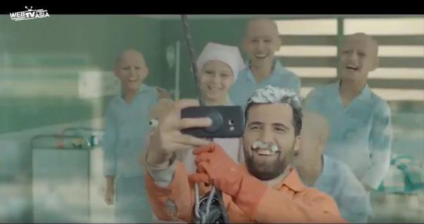 簡單小舉動讓小天使們展現出燦爛笑容,感動5000萬人的兩分鐘影片