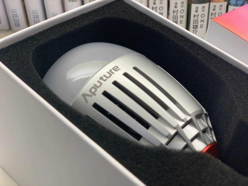 將專業燈光集大成於嬌小的身軀 – Aputure B7C